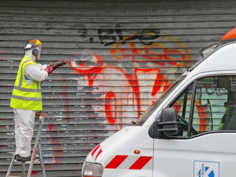 doff-cleaning-graffiti